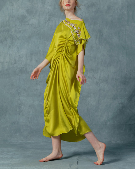 Katka Ruched Slim Fit Kaftan midi in Acid Lime