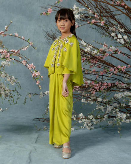 2-9 yo Neuva Petite Cape-effect open shoulder kaftan in Acid Lime